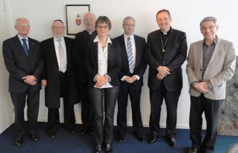 Vlnr: F. Zwarts (KRI), rabbijn R. Evers (NIK), Mgr. E. de Jong, T. de Lange (SRKK), rabbijn M. ten Brink (Verbond/LJG), Mgr. H. Woorts, R. van de Wieken (CJO).