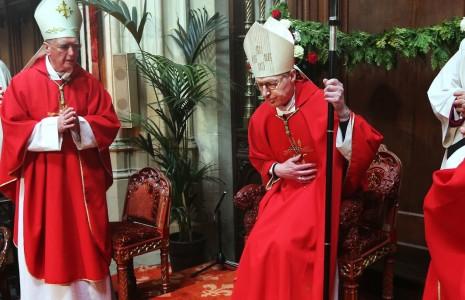 14-05-2016 bisschop De Korte neemt zetel in bijgesneden
