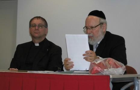 Ron van den Hout en Rabbijn Raphael Evers