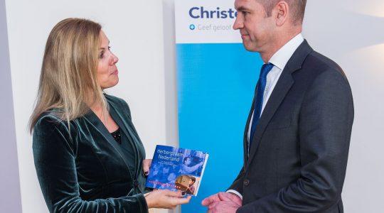 Overzicht werk voor vluchtelingen in parochies aangeboden aan ChristenUnie