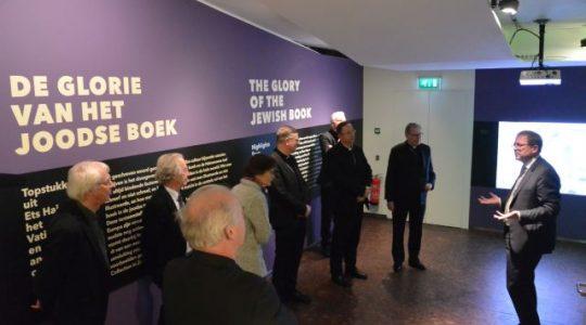 Bisschoppen bezoeken Joods Historisch Museum