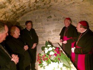20170513-bisschoppen-bezoeken-graf-sint-servatius