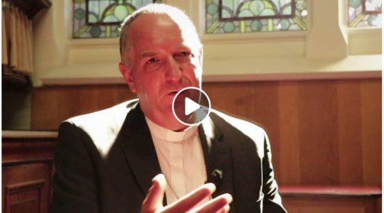 Mgr. Hoogenboom over 28 jaar deelname Nijmeegse vierdaagse in 'Roderick Zoekt Licht'