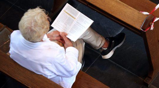 Nederlandse bisschoppen laten anderhalve meter-regel los bij voldoende ventilatie